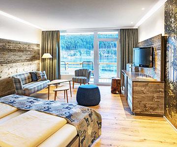 PROJEKT: Hotel - Innenarchitektur/Gesamtprojektleitung Sanierung und Neukonzeption Hotelzimmer mit Bädern; Ausführung von Innenausbau, Schreinerarbeiten, Möbeln und Textilien - Bilder anschauen