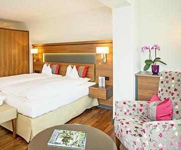 PROJEKT: Hotel - Innenarchitektur Hotelzimmer mit Bädern; Innenausbau und Schreinerarbeiten - Bilder anschauen