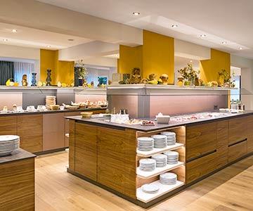PROJEKT: Hotel - Innenarchitektur und Konzeption Buffetthekenanlage und Frühstücksbereich; Ausführung von Möbel- und Innenausbau - Bilder anschauen - Bilder anschauen