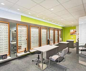 PROJEKT: Shop - Innenarchitektur und Konzeption Ladeneinrichtung Optiker; Ausführung von Innenausbau, Schreinerarbeiten und Einrichtung - Bilder anschauen