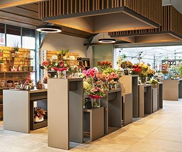 PROJEKT: Shop Floristik Blumengeschäft - Innenarchitektur und Konzeption Ladeneinrichtung für Blumen/Dekoartikel. Gesamtprojektleitung, Ausführung von Innenausbau, Schreinerarbeiten und Einrichtung - Bilder anschauen