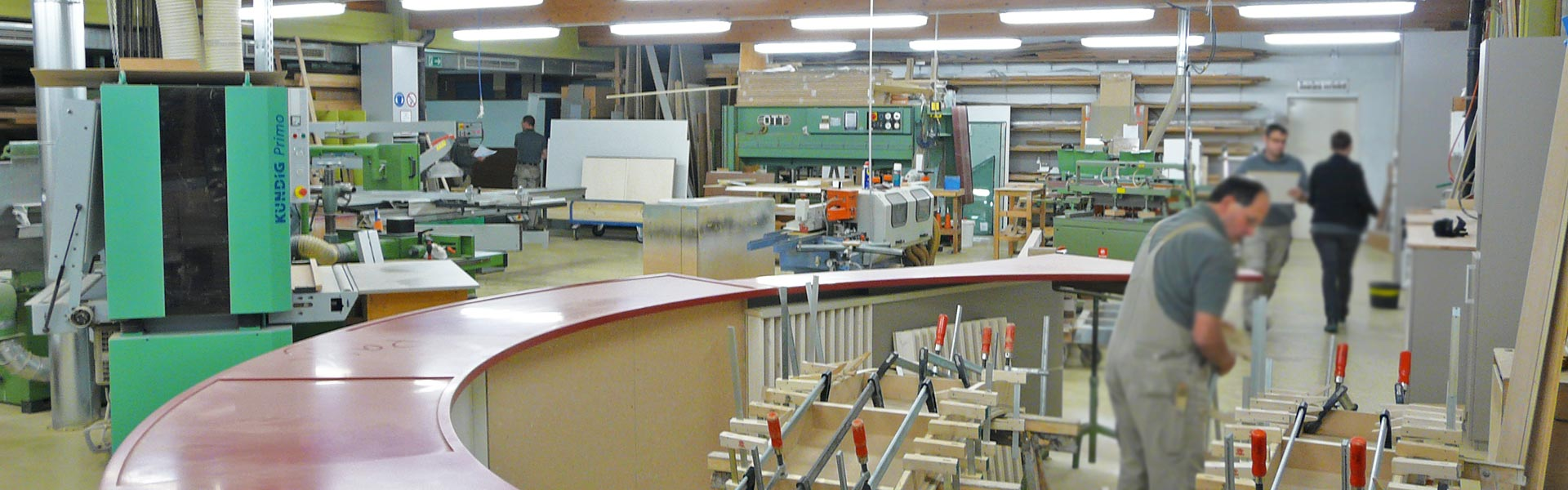 Werkstatt von arsinteria mit modernem Maschinenpark arsinteria - Raumideen von Föhrenbach